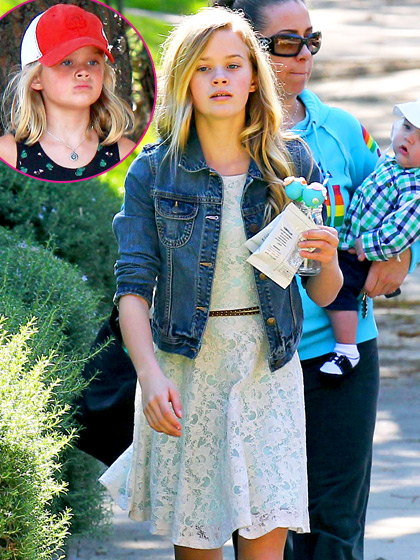 1367877235 ffn witherspoon reese pastj reese-witherspoon-560
