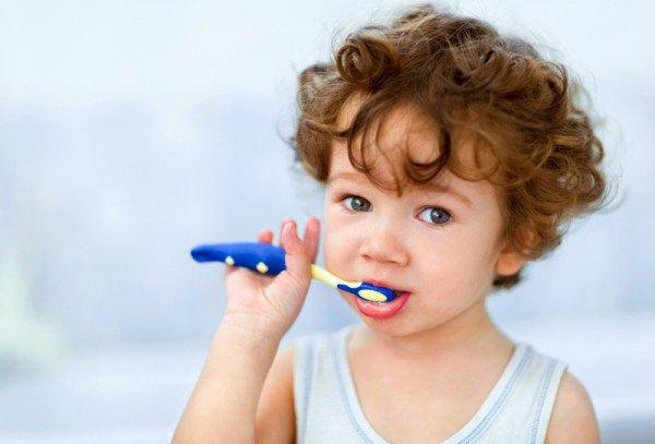 toddler brushing teeth sl 600x407