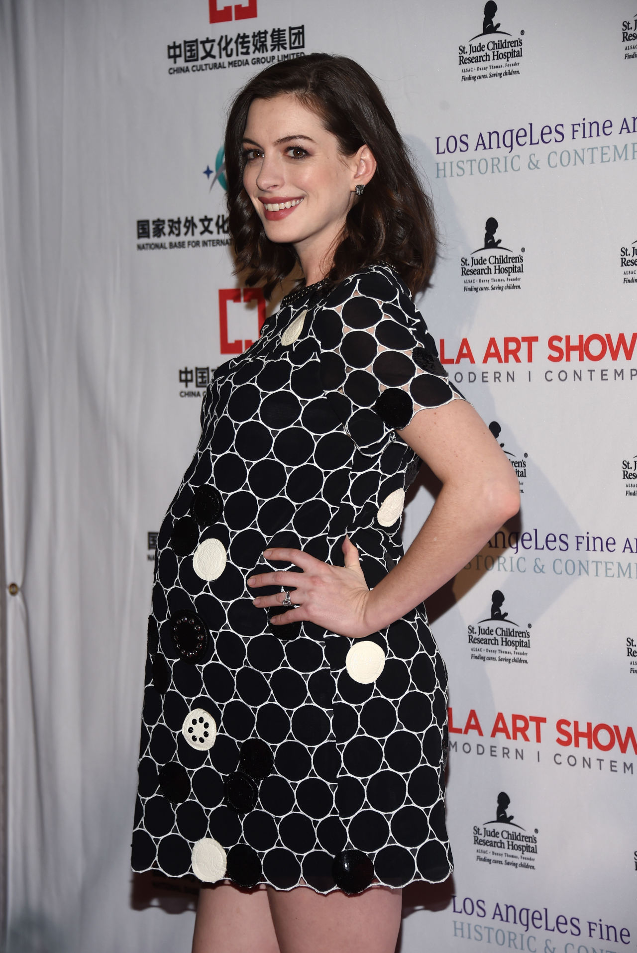 gallery 1453991061 anne hathaway baby bump marc jacobs 012716